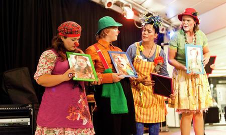 De populære klovnene fortsetter å glede barn på Haukeland Sykehus.