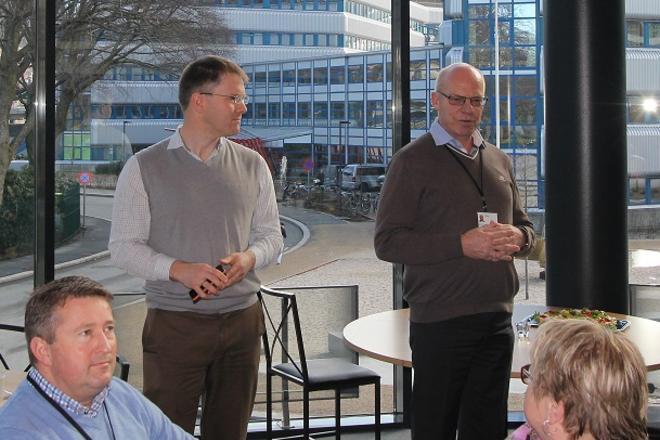 Kranselag på VilVite. Tor Instanes fra GC Rieber Eiendom og Kåre Samnøy fra DNV GL.