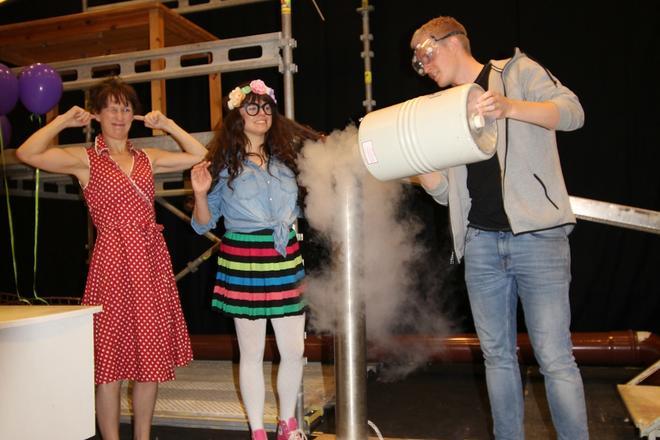 Skuespillerne til Vilde Vite forbereder seg til show
