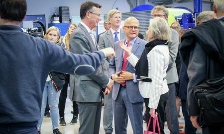Klima- og miljøminister Helgesen åpnet senter for dyphavsforskning