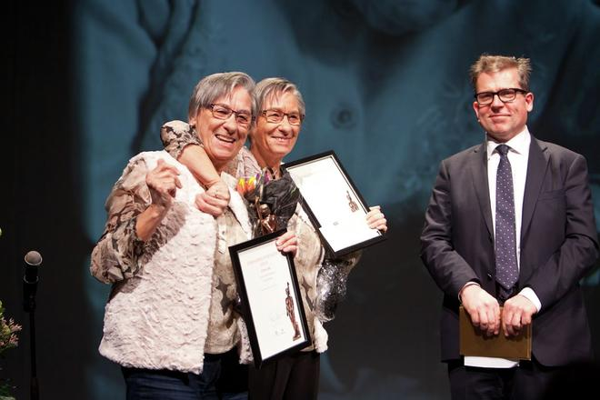 Fotograf: Eli Lea.  Vinnere av Omsorgsprisen 2014, søstrene Gerd og Turid Reistad, sammen med byrådsleder Martin Smith-Sivertsen.