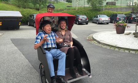 Elektrisk sykkeltaxi til Slettemarken Sykehjem, støttet av GC Rieber Fondene